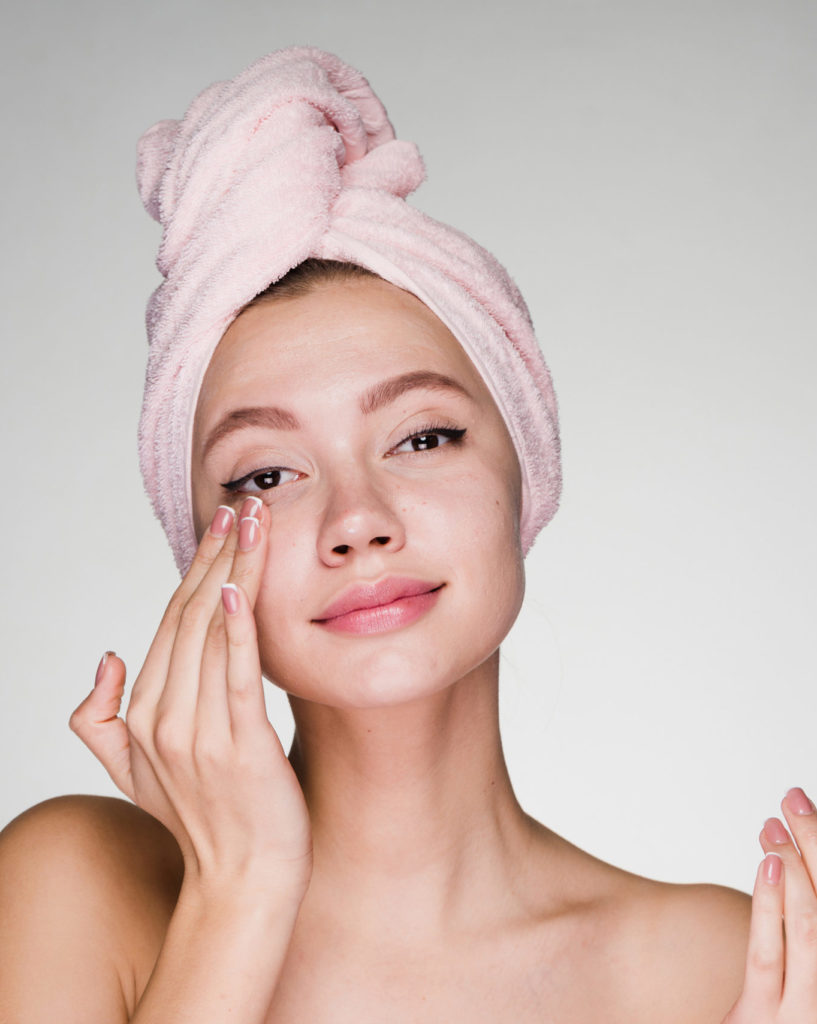hyaluronic acid woman numelab skincare